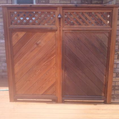 Privacy screen showing side-by-side comparison of dirty and clean panels.